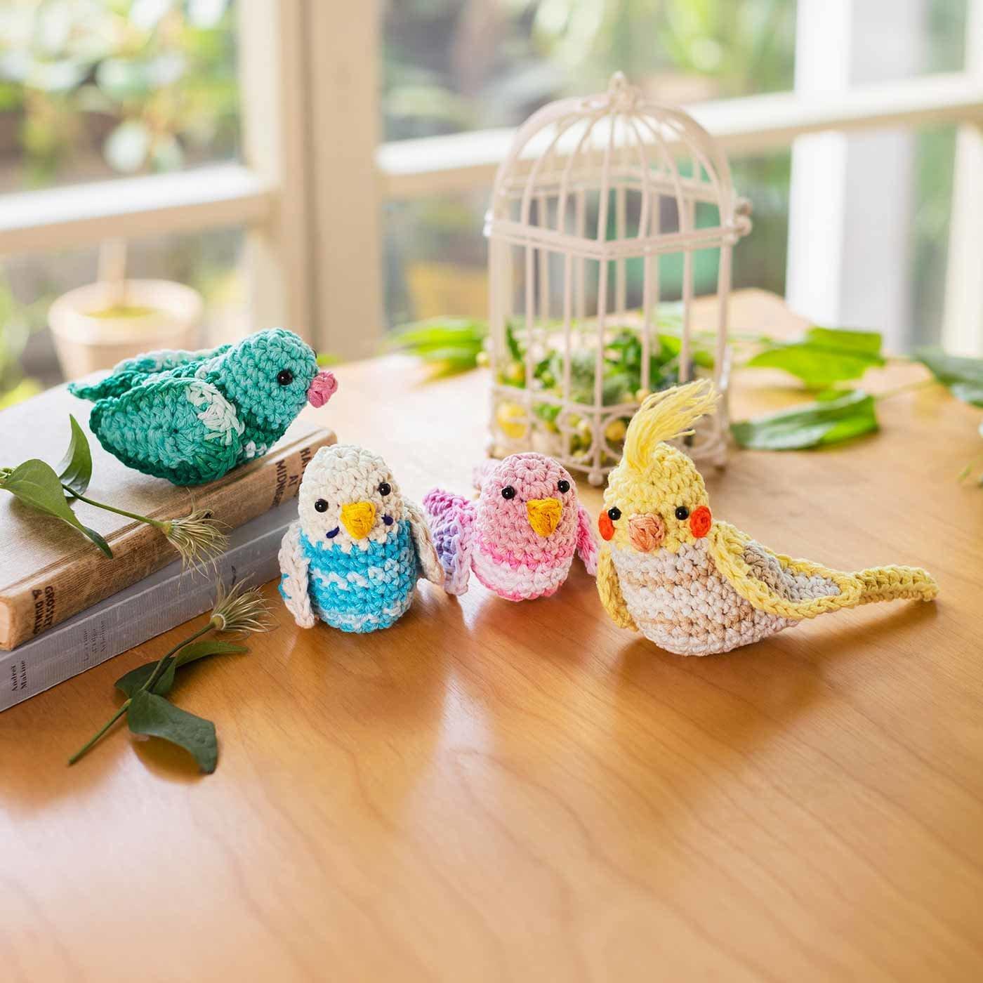 お部屋に遊びに来た フックドゥ エコバルバンテのカラフルな編みぐるみ小鳥の会