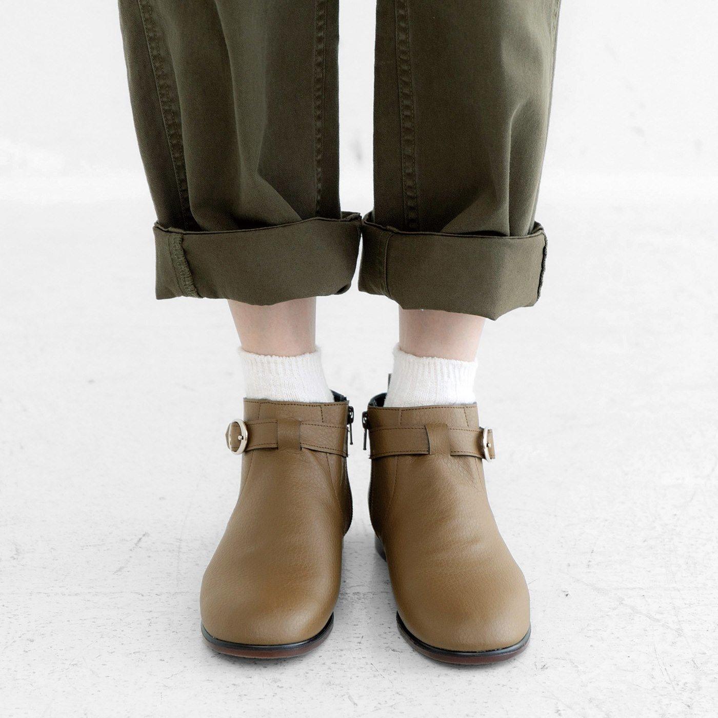 ずっと履きたいからこの形になった はっ水牛革のやわらか日本製ショート丈ブーツ〈オリーブブラウン〉