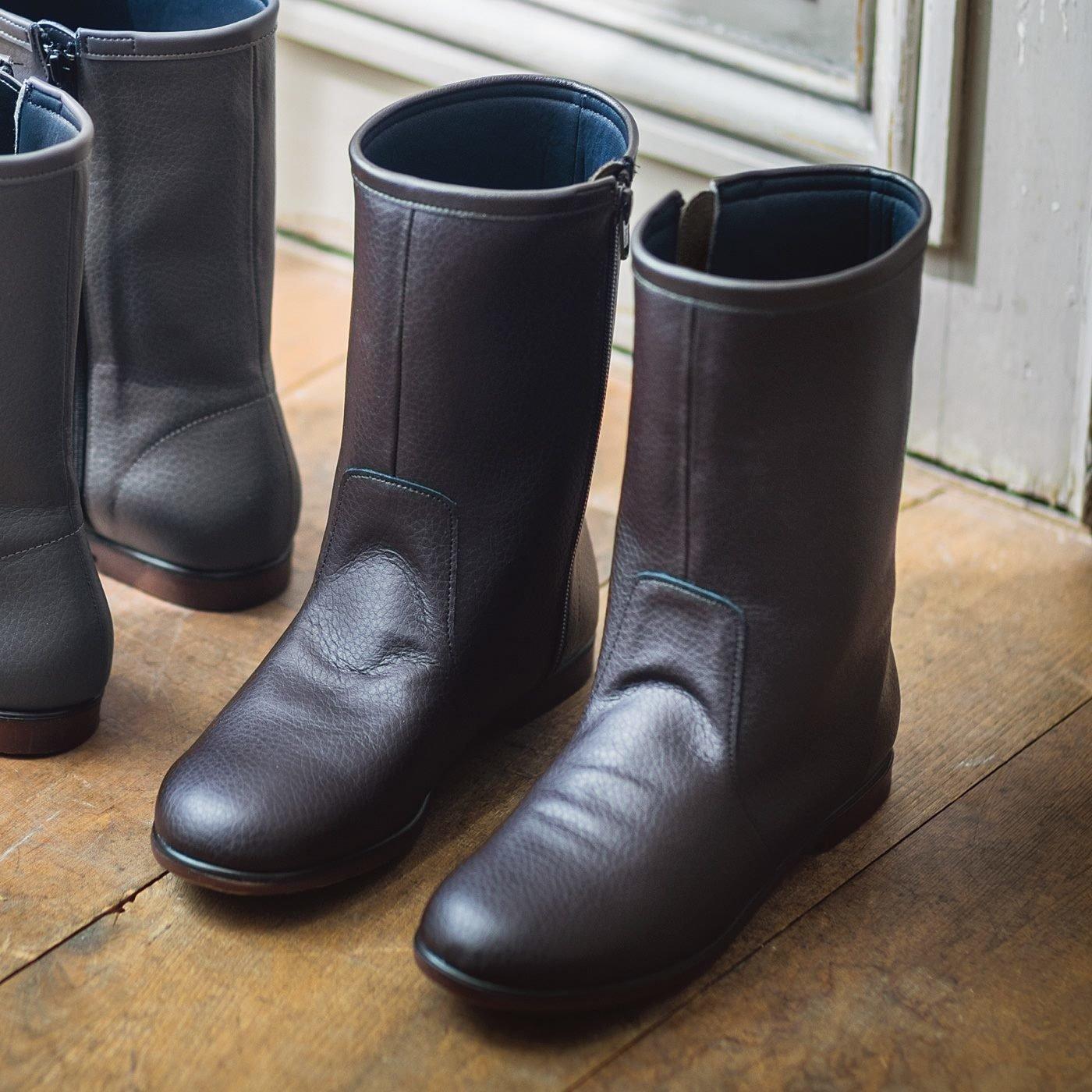 ずっと履きたいからこの形になった はっ水牛革のやわらか日本製ミドル丈ブーツ〈ディープブラウン〉