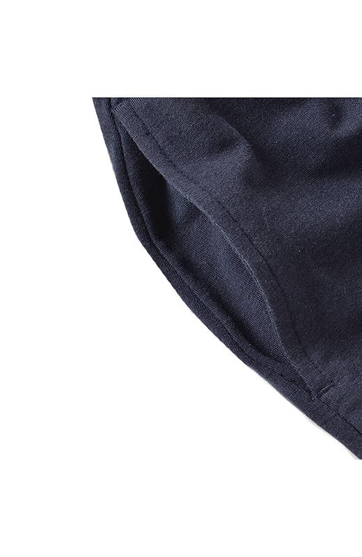サルエルパンツって、ポケットに手を入れているポーズが似合うよね。