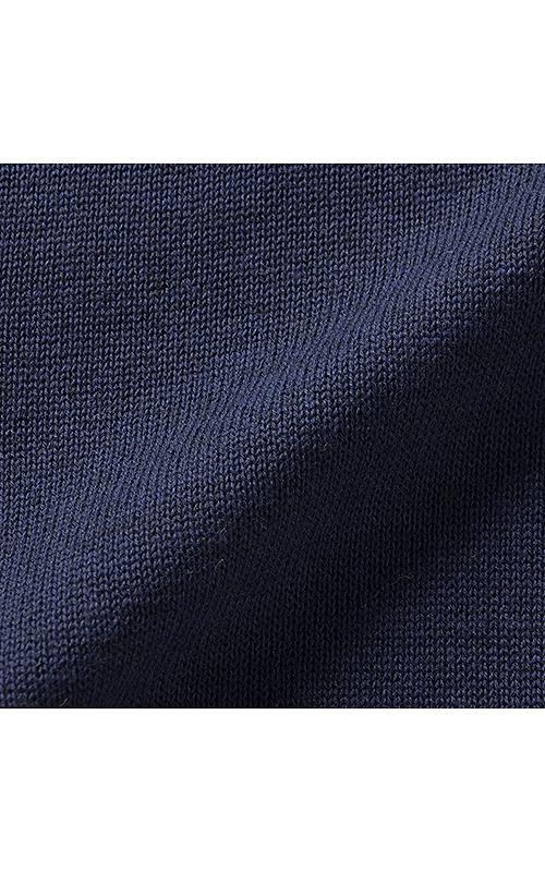 綿混の糸で薄く編み上げたので、さらりとした着心地です。
