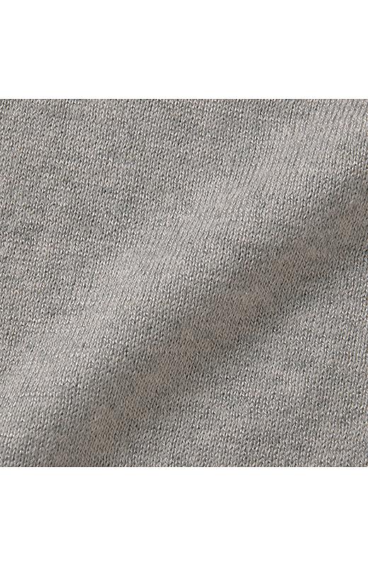 綿、レーヨン、シルクとそれぞれのよさが感じられる、なめらかでとろみのある肌ざわりです。