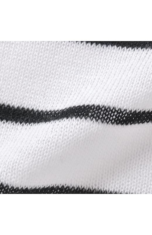 綿レーヨンシルクの素材は、ふんわりとした綿の肌ざわりと、レーヨンシルクの落ち感と光沢感がきれいめな印象。さわやかな着心地。