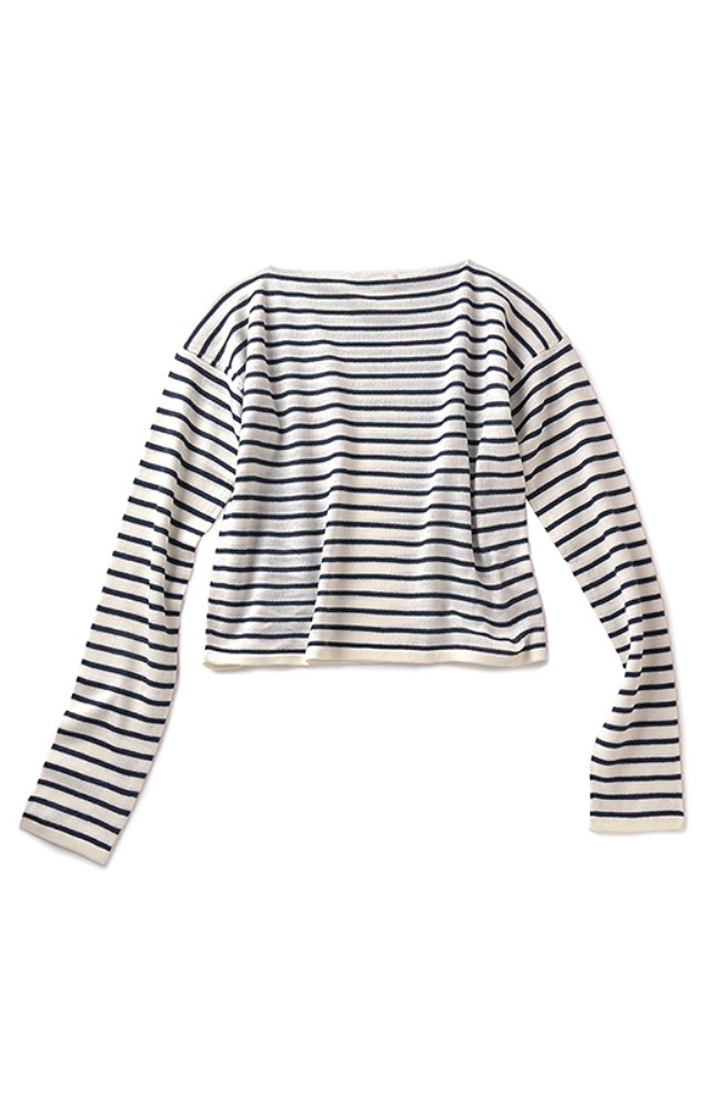 袖と身ごろは二枚仕立て。袖口やすそは本物のセーターっぽいデザイン。衿ぐりを縫い留めてあるので、肩掛けや腰巻きもモタつかずすっきり。