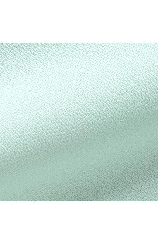 美しい表面感の厚手ジョーゼット素材はとても軽やかな仕上がり。