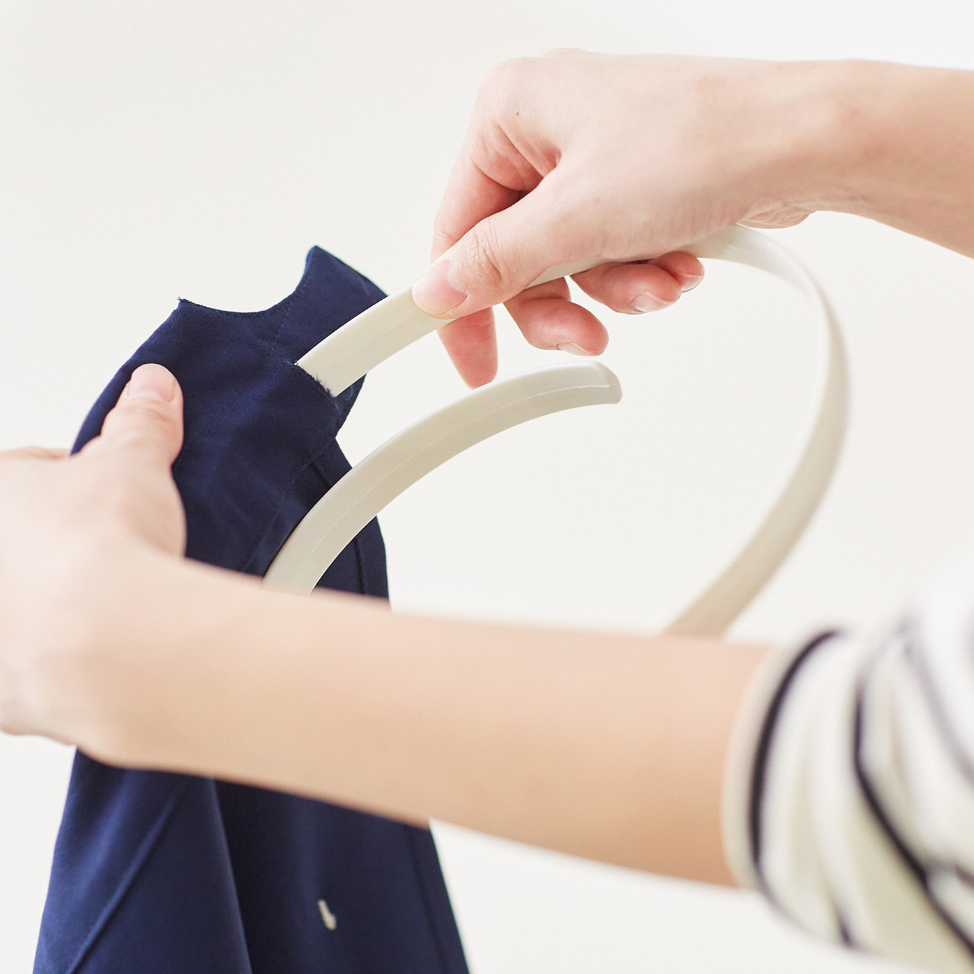 [パカッとホルダー付き]ウエスト裏に通して使うホルダーは取り外し可能。ソフトな樹脂でやさしくフィット。