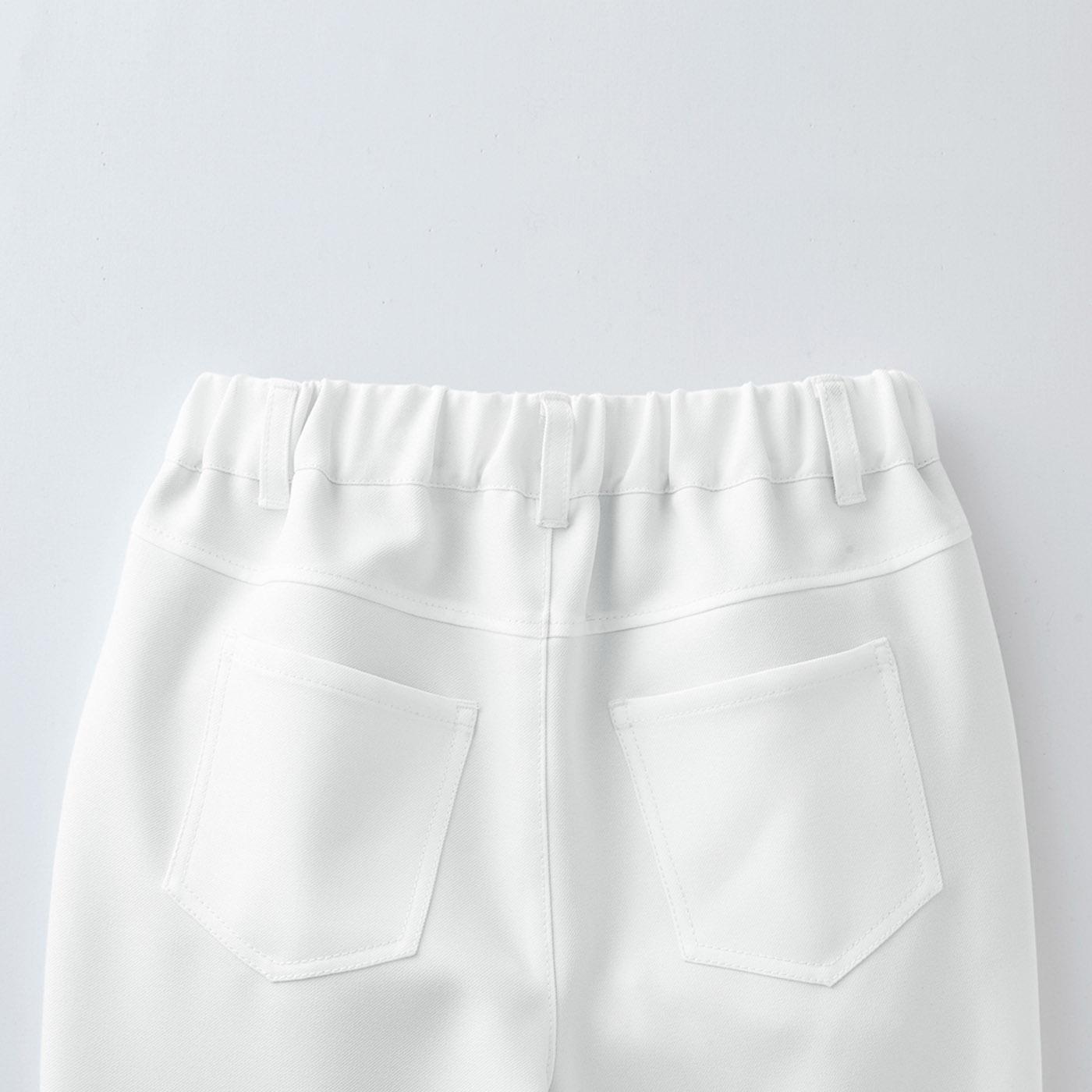 [Back] 上方に付いたヨークと計算されたポケットの角度でヒップアップ見え。
