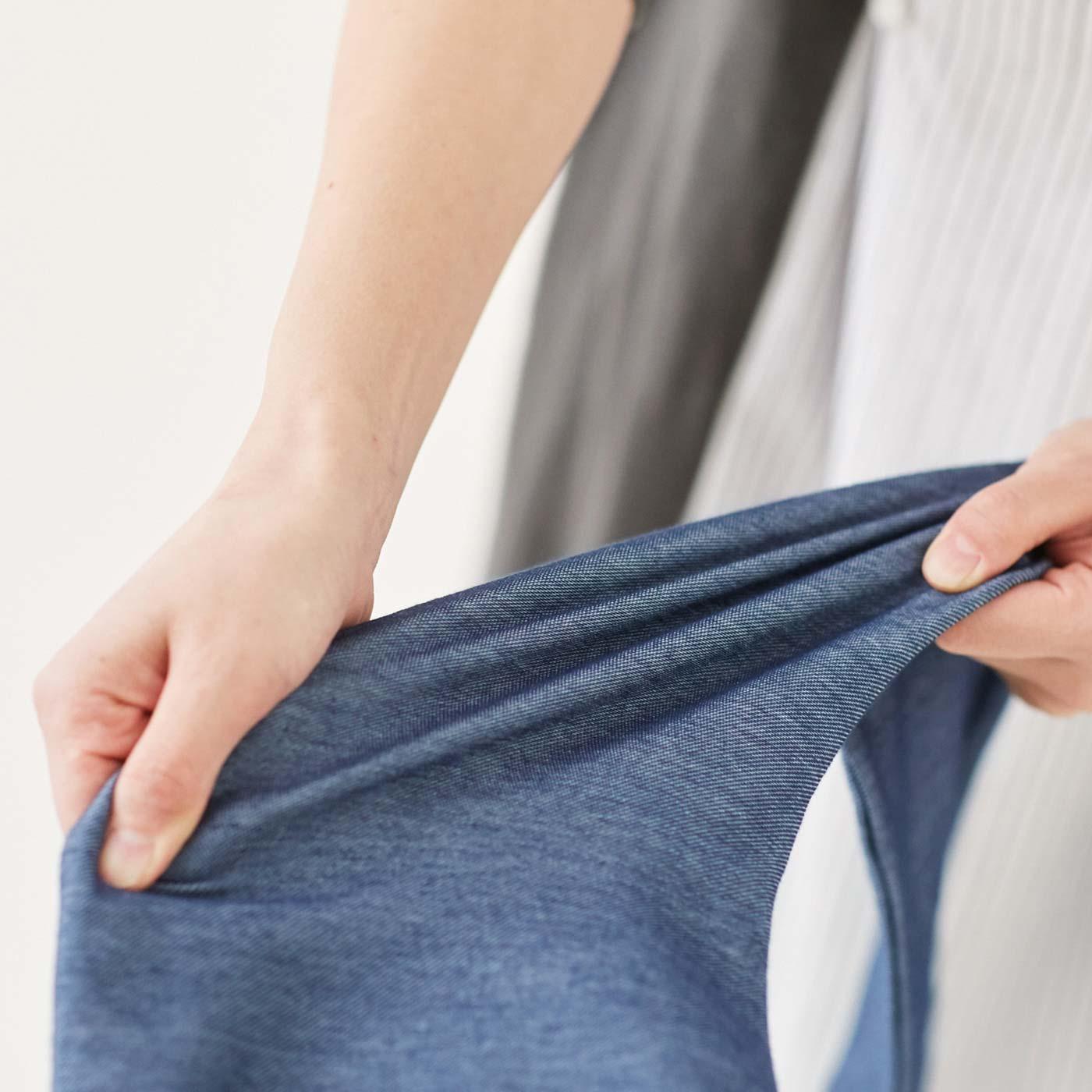 伸びがよくさらりとしたはき心地の綿混素材。