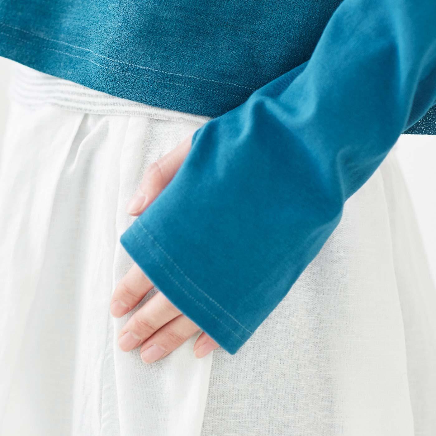 親指ホールを使えば手の甲を日差しから守ってくれます。