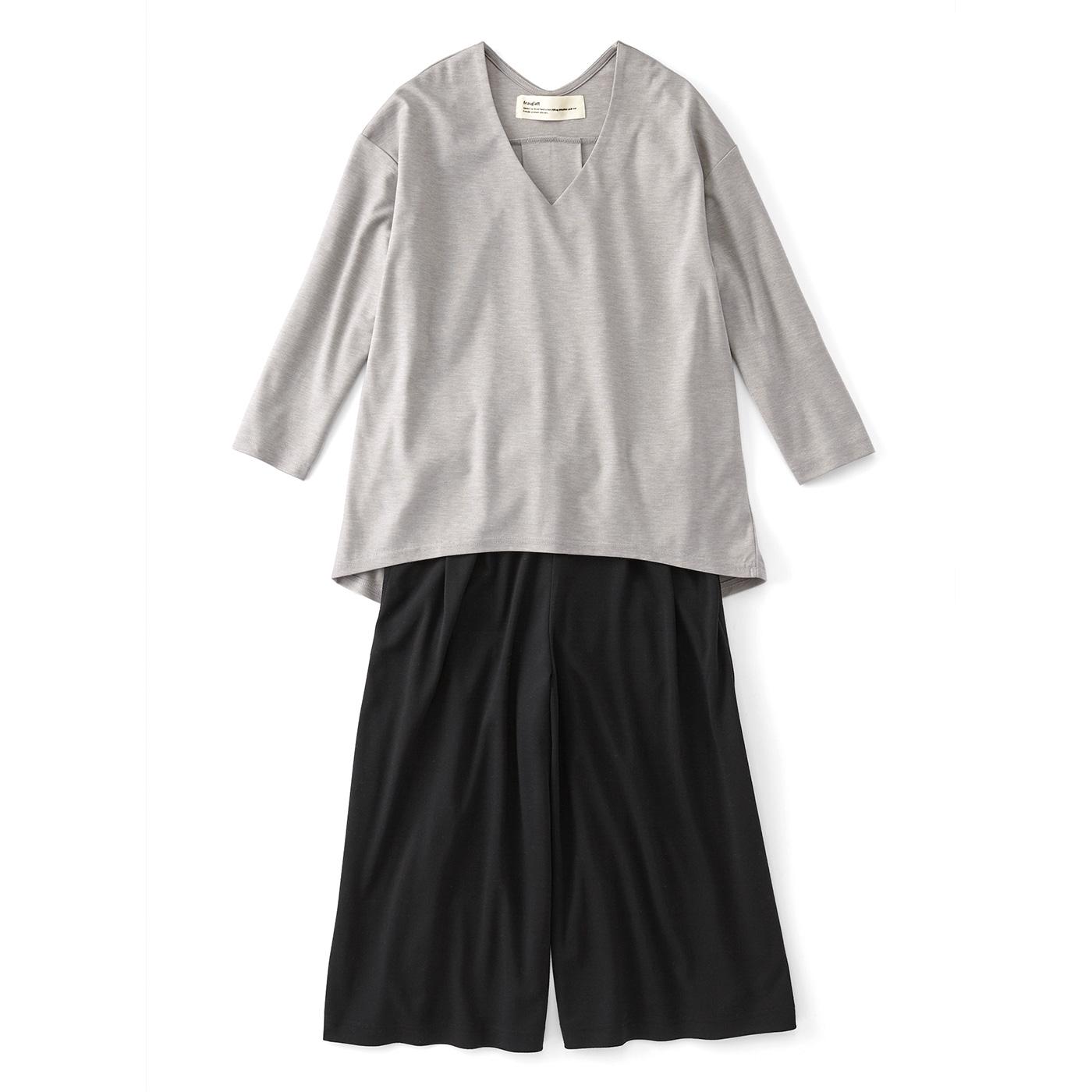 〈杢(もく)グレー×ブラック〉 手持ちのアイテムとも迷わず合わせられる、着まわし力抜群なモノトーン。