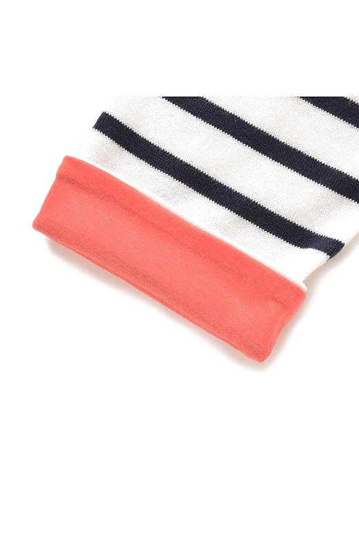 袖を折り返すと現れる配色もかわいい。