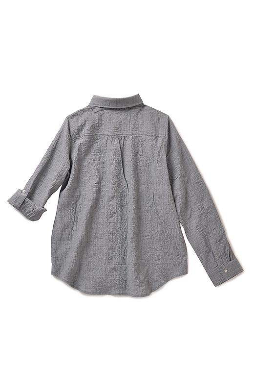 back シャツの後ろはヨーク切り替えですっきり見え。