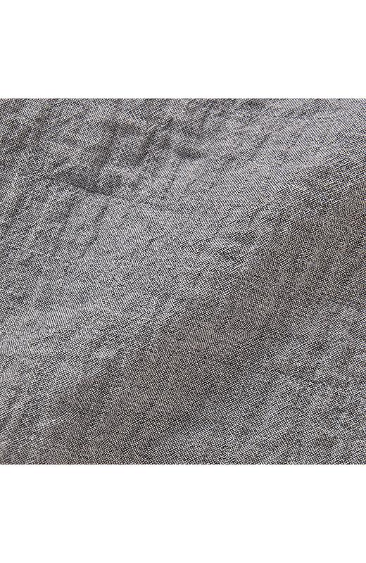 軽やかな薄手のコットン素材にストレッチ糸を入れて、ぽこぽこした肌ざわりのいい表面感をつくりました。