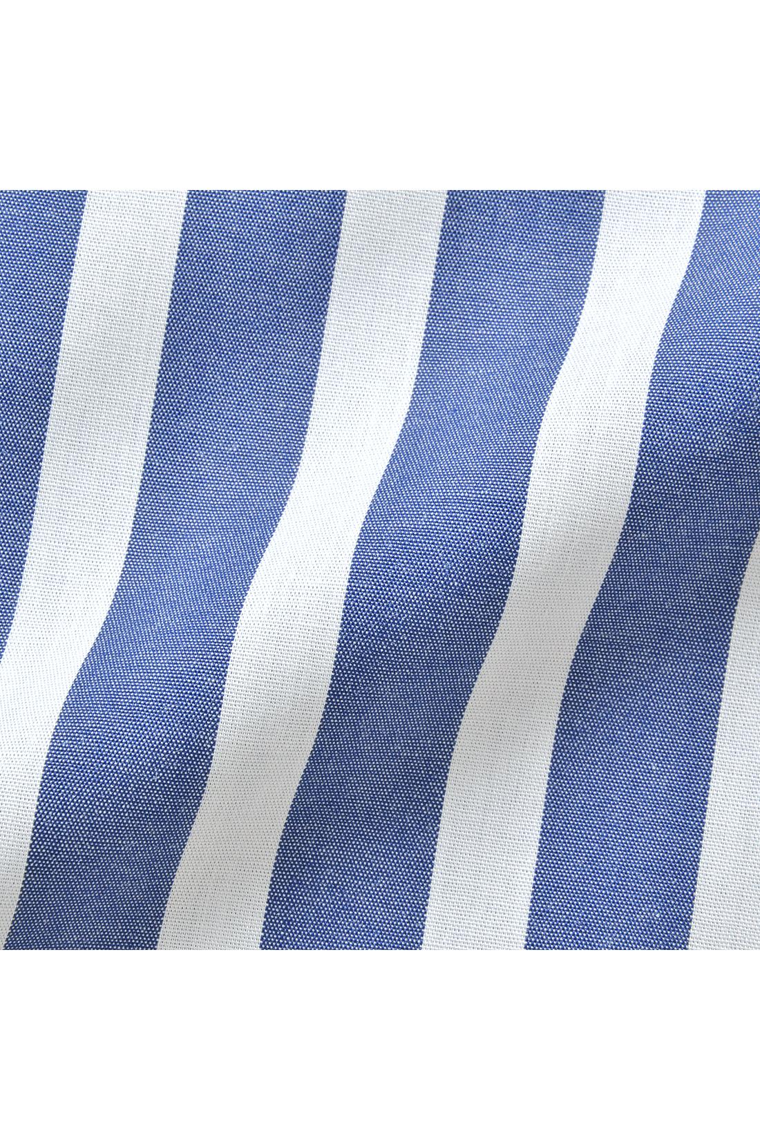 さらりと張り感のある凛(りん)とした綿混のシャツ地は、うれしい形態安定加工済み。洗濯後もアイロンいらずできりりと着られます。