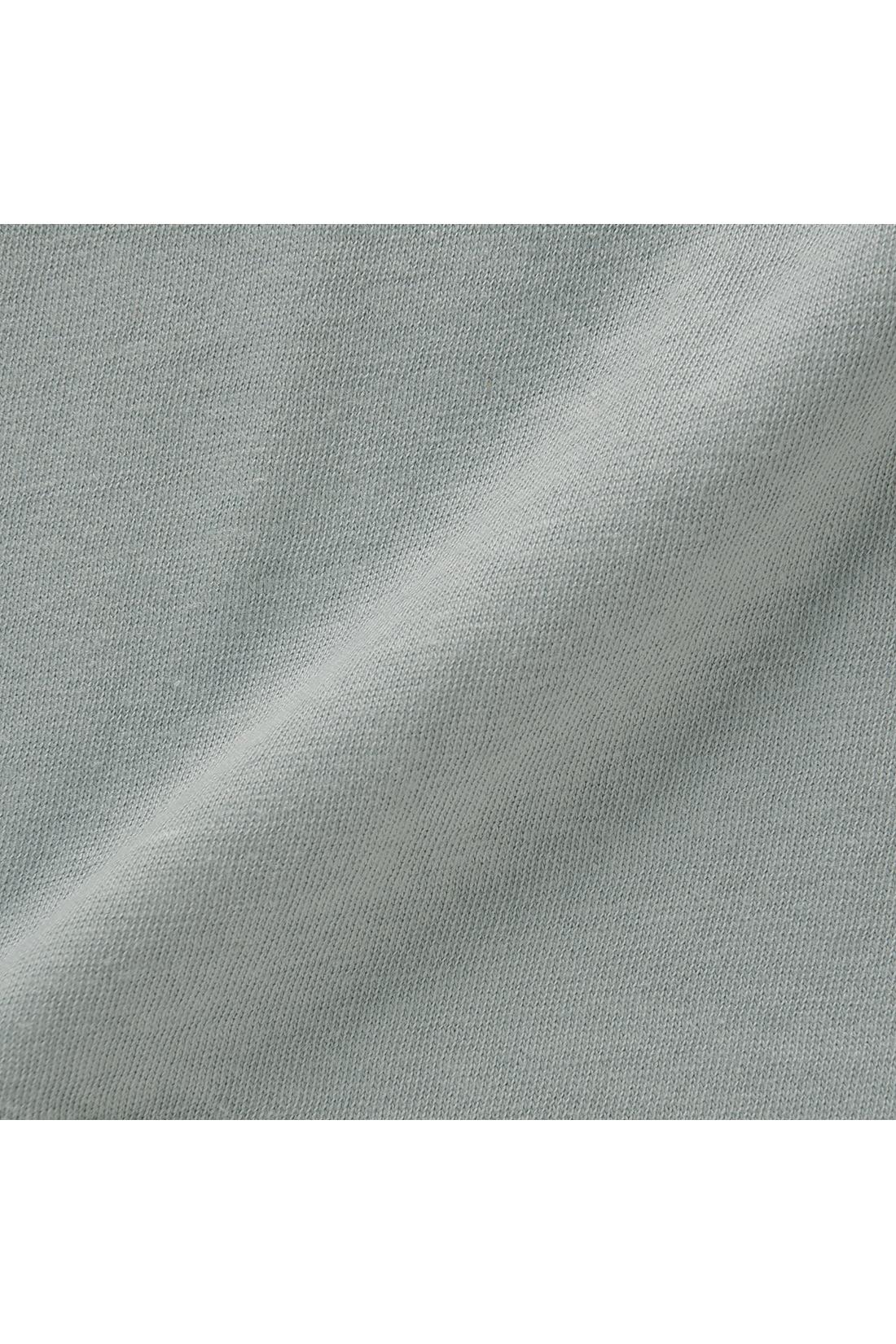 あえて斜行させたやわらかな肌ざわりのガーゼ天じく素材は、ふれるたびにホッとするふわふわのティシューのよう。