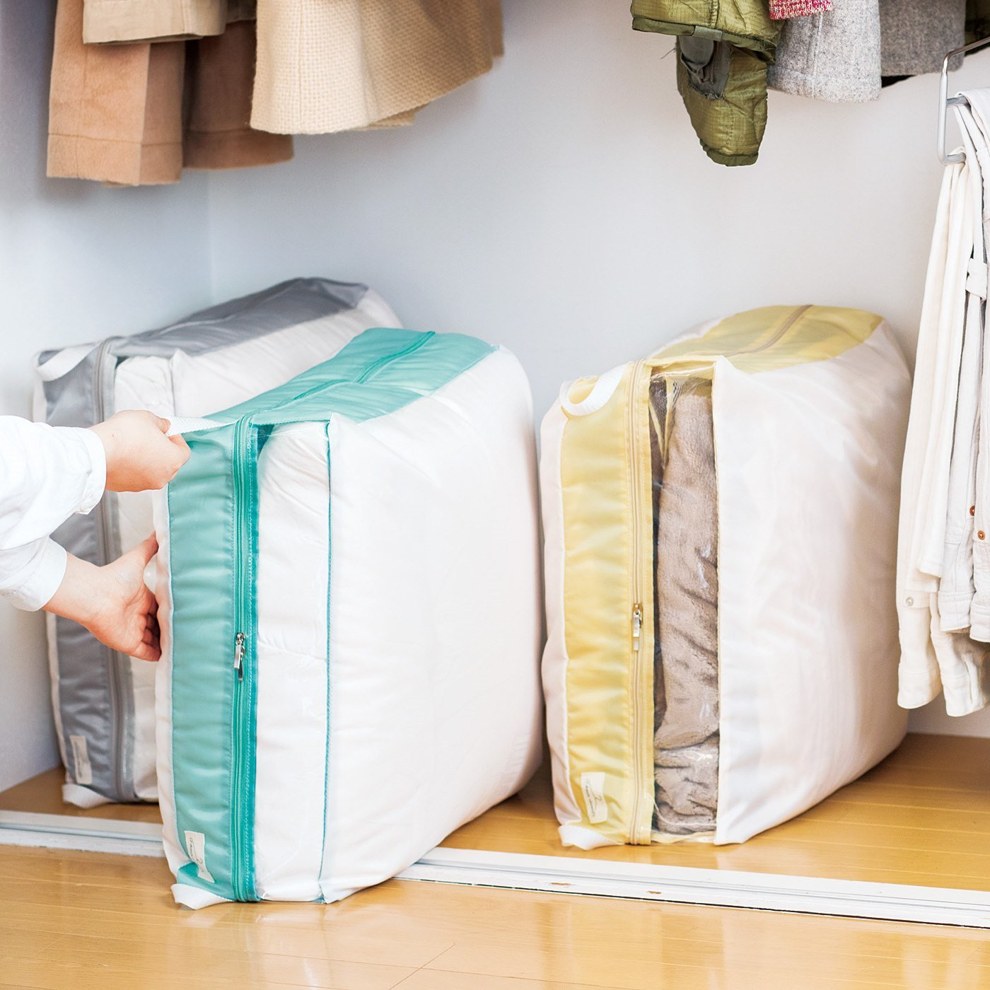 小さくまとめて出し入れもスマート 掛け布団・毛布スリム収納ケース〈シングル用〉の会
