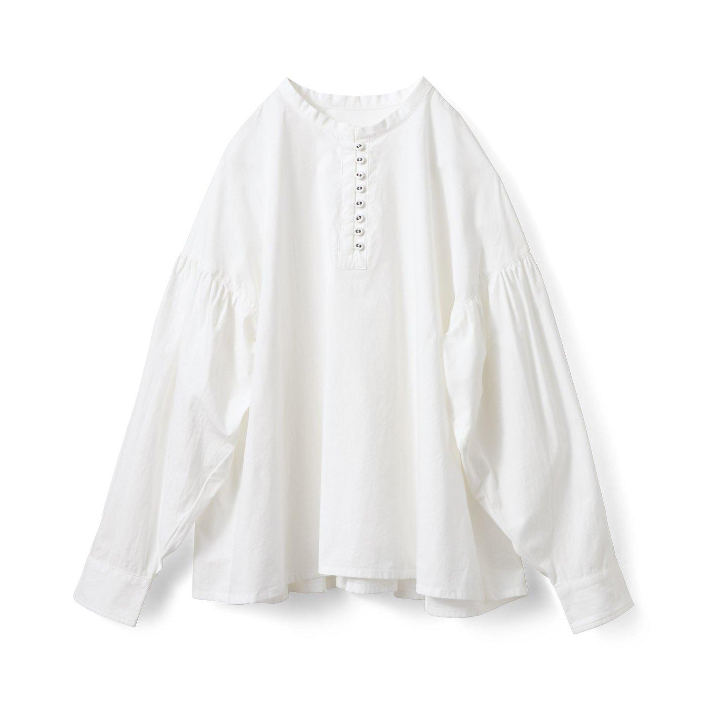 アヴェクモワ ボタンいっぱいシャツ〈ホワイト〉