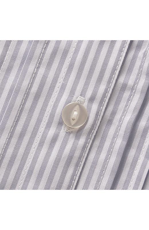 ネコ目ボタンという形のボタンを使っております。