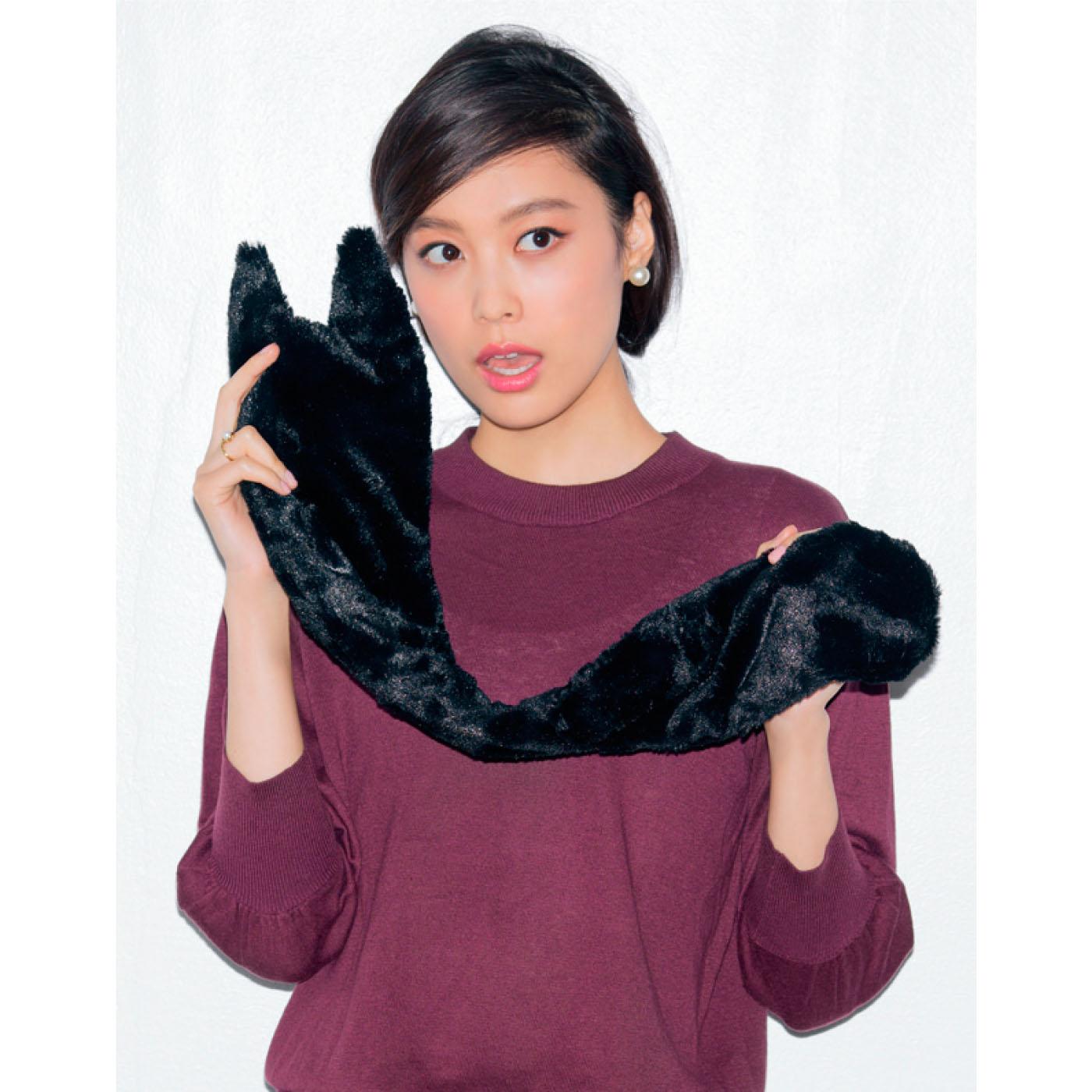 にゃー!     ふわっふわの肌ごこちのよい黒猫ティペット。大人の女性がつけやすい形に仕上げました。普段のお洋服に合わせても使えます。