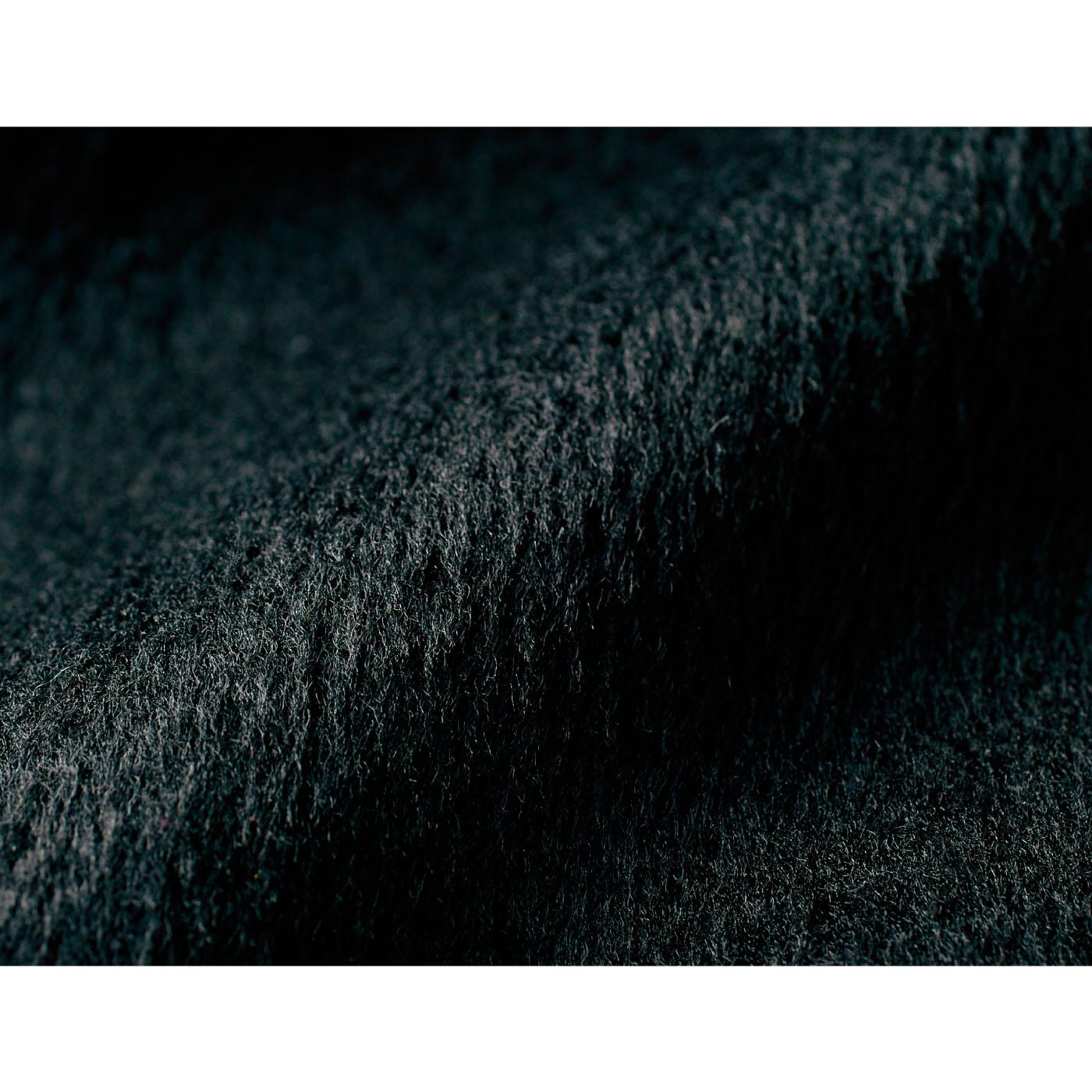起毛感が特徴のシャギー素材。