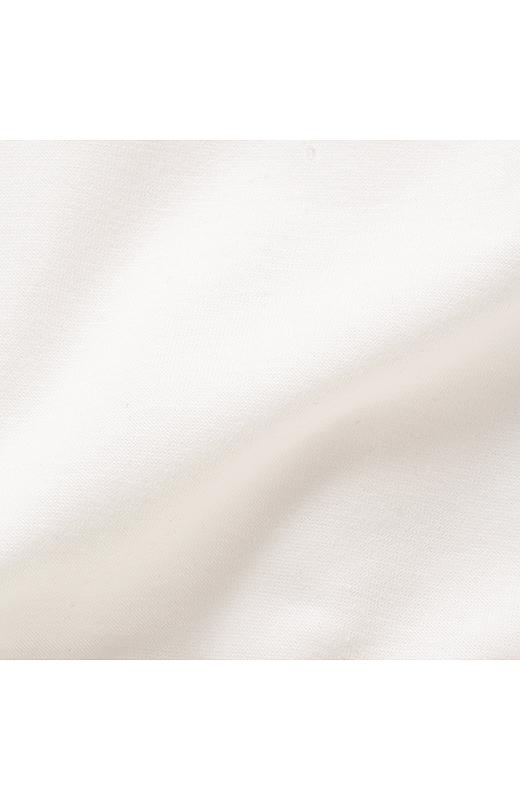 体形をひろいにくい、厚すぎず薄すぎない素材のガーゼ裏毛。