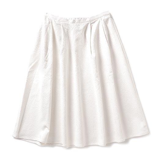 ララ・ステラ コーデを明るく洗練する いつもきれいなパリジェンヌ気分のホワイトミディスカート(3)