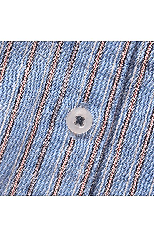 ボタン付け糸のカラーにもこだわりが。