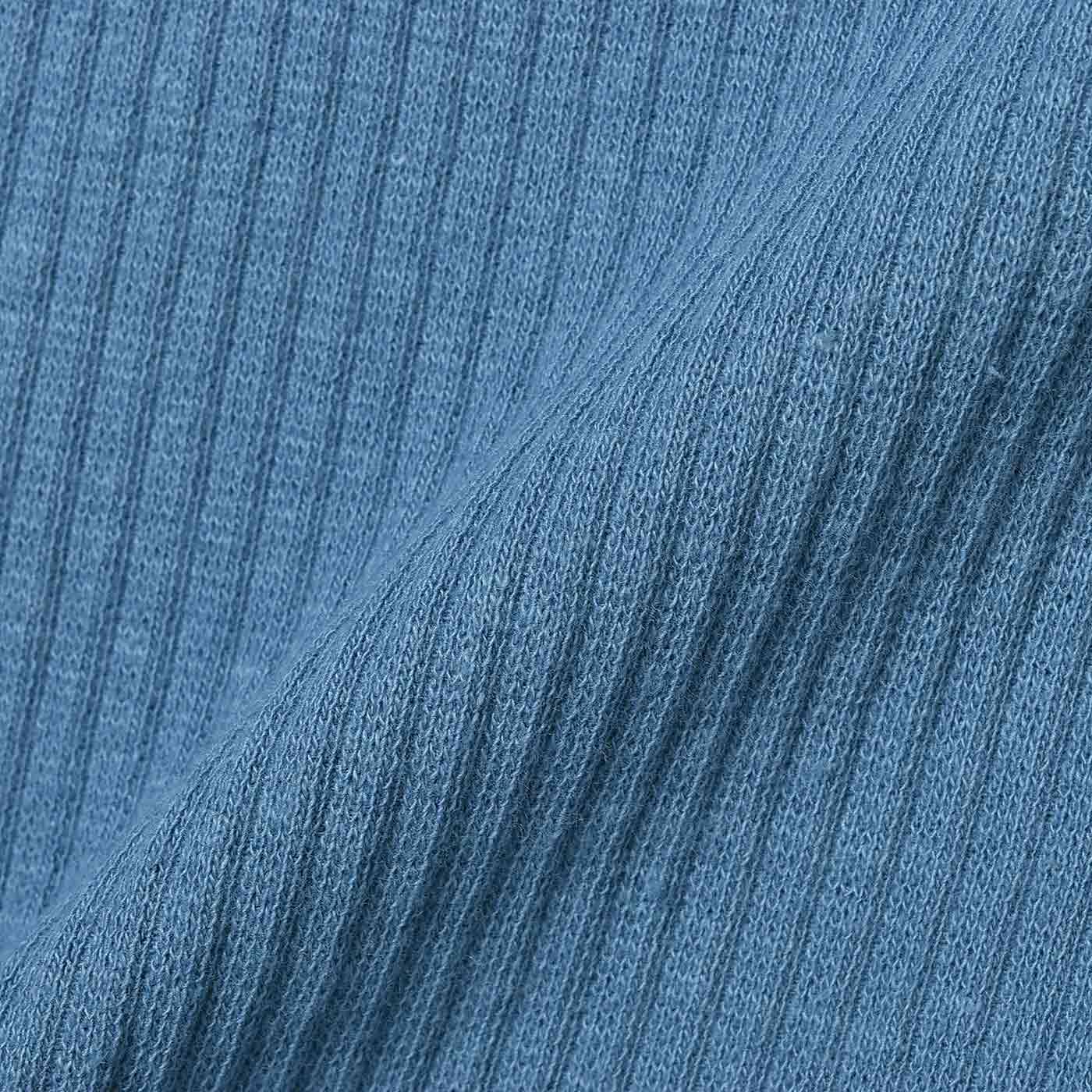 適度なフィット感とやわらかな肌ざわりの、綿テレコ素材。