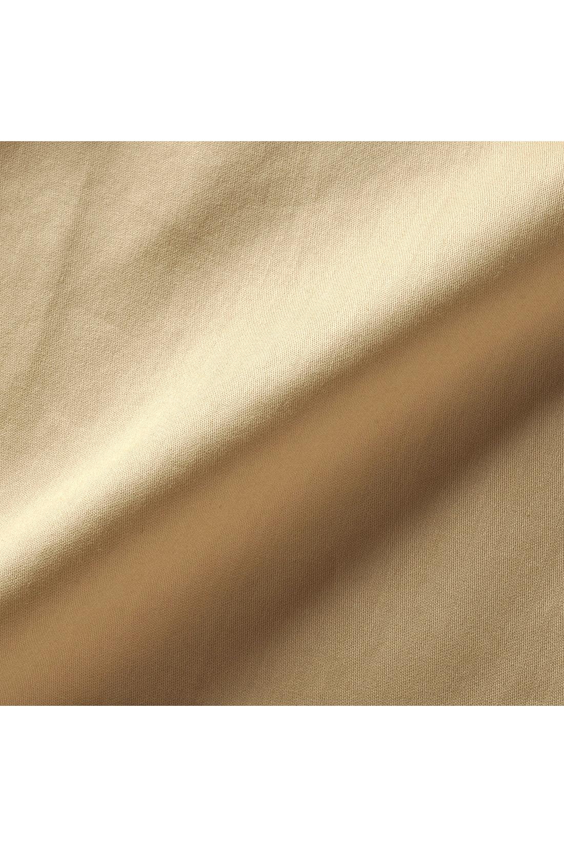 肌に心地いい綿100%のこだわり布はく素材。ほどよい光沢とハリ感で上品でクリーンな印象に。