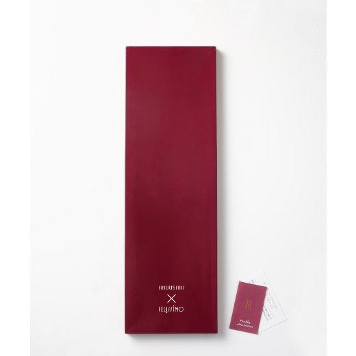 ギフト用としても美しいパッケージに増浦さんのプロフィールを紹介したカードをセット。