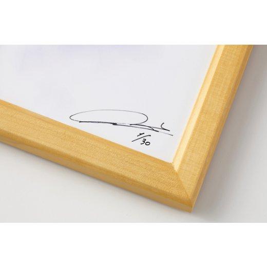 増浦さんのサインと、世界に30点のうちの1点である証明のエディションナンバー入り。