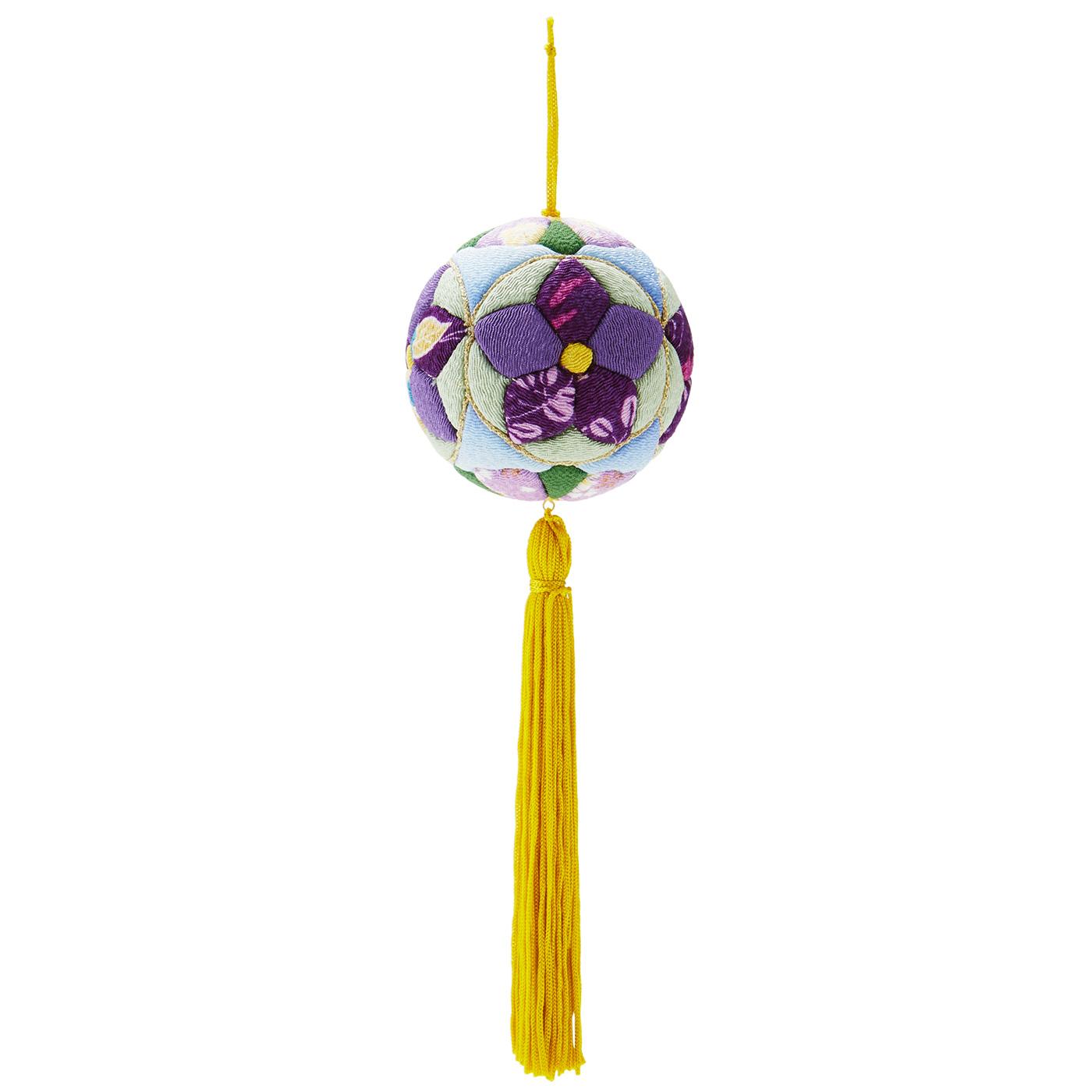 桔梗 丸の中に収めた桔梗と「四方剣片喰(しほうけんかたばみ)」の組み合わせ。