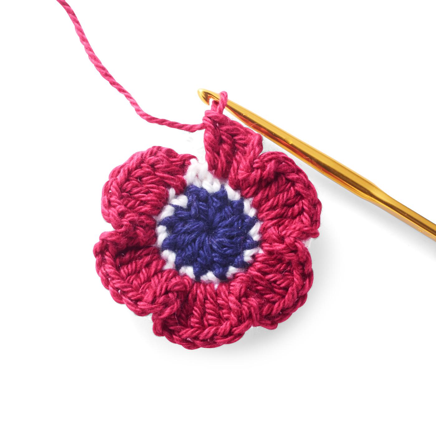編む楽しさのひみつ♪ 重なり合ったりふっくらしていたり。お花の立体感に心躍ります。