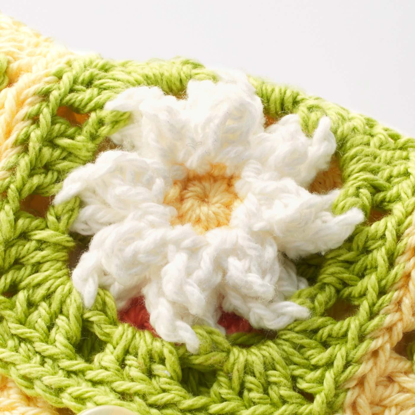 かぎ針編みで、花びらのふっくらとした立体感を表現できます。