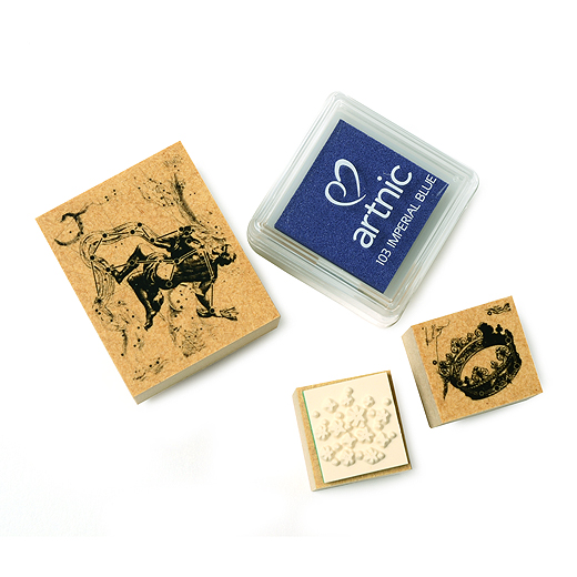 スタンプを押すと、天面に描かれた星座の配列とギリシャ神話をモチーフにした絵が現れます。