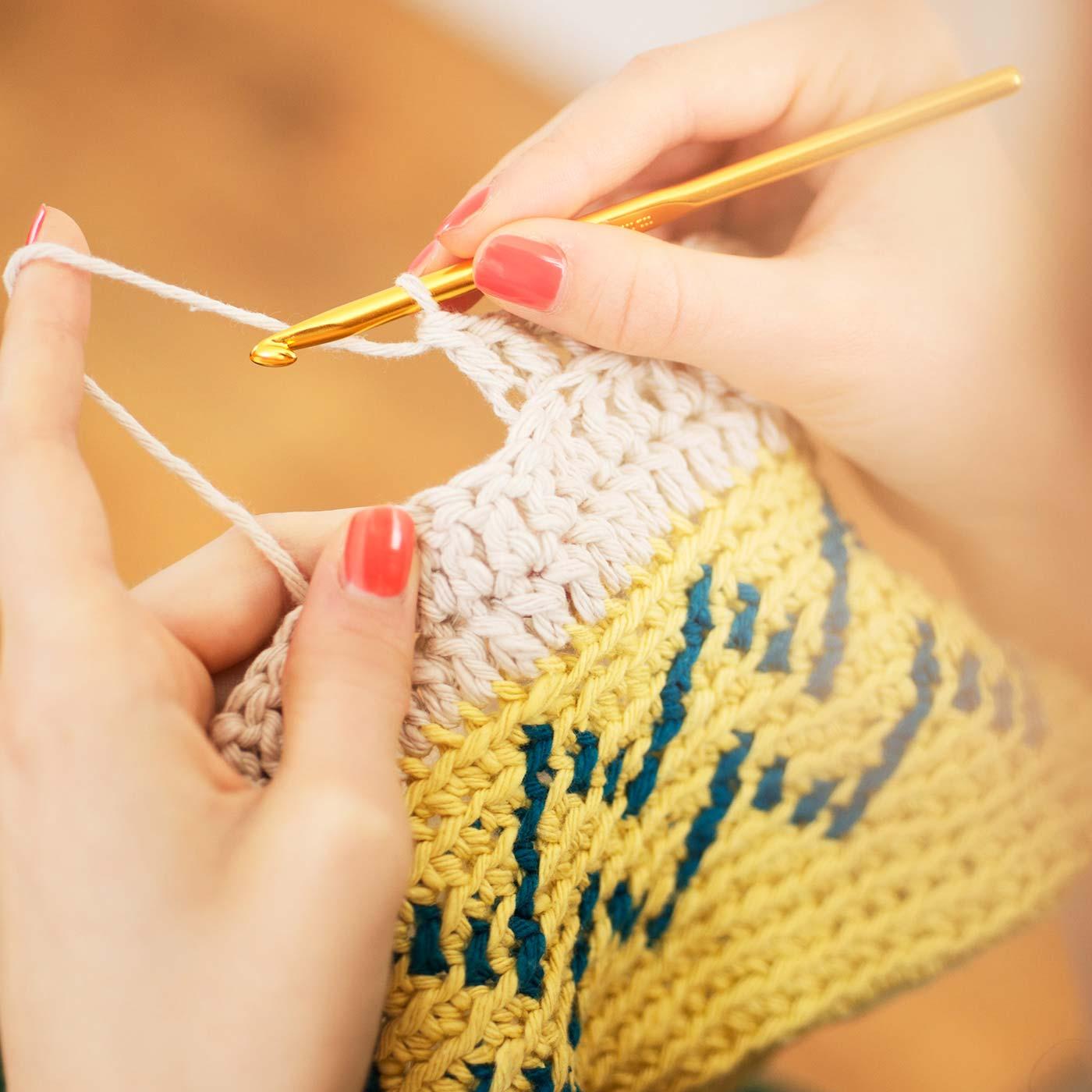 編む楽しさのひみつ♪ 太めのコットン糸を使うので、さくさくスピーディーに編めます。