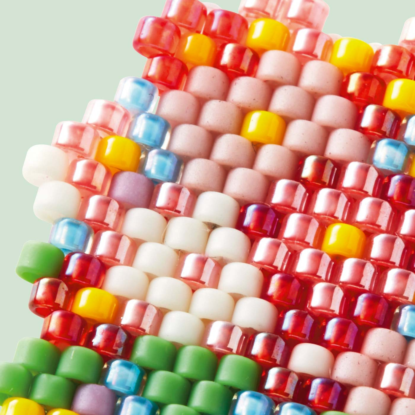 透明、オーロラ、つやつやなど、きれいな色のビーズがいっぱい!