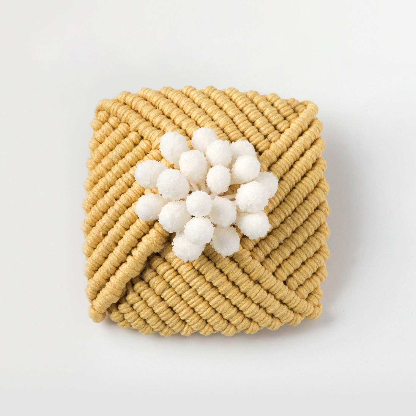 巻き結びのお花モチーフブローチ 約4×4cm
