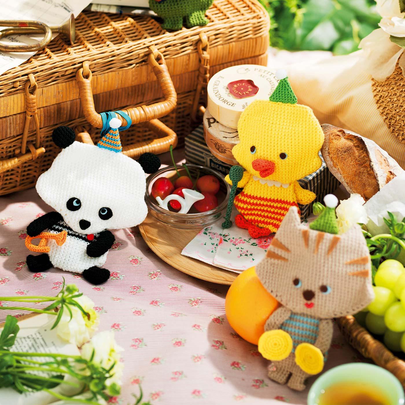 〈左〉パンダとトランペット〈お菓子ポーチ〉縦約19cm、横約12.5cm 〈中〉ひよことスタンドマイク〈コインケース〉縦約19.5cm、横約10cm 〈右〉猫とシンバル〈カード入れ〉縦約19cm、横約12.5cm