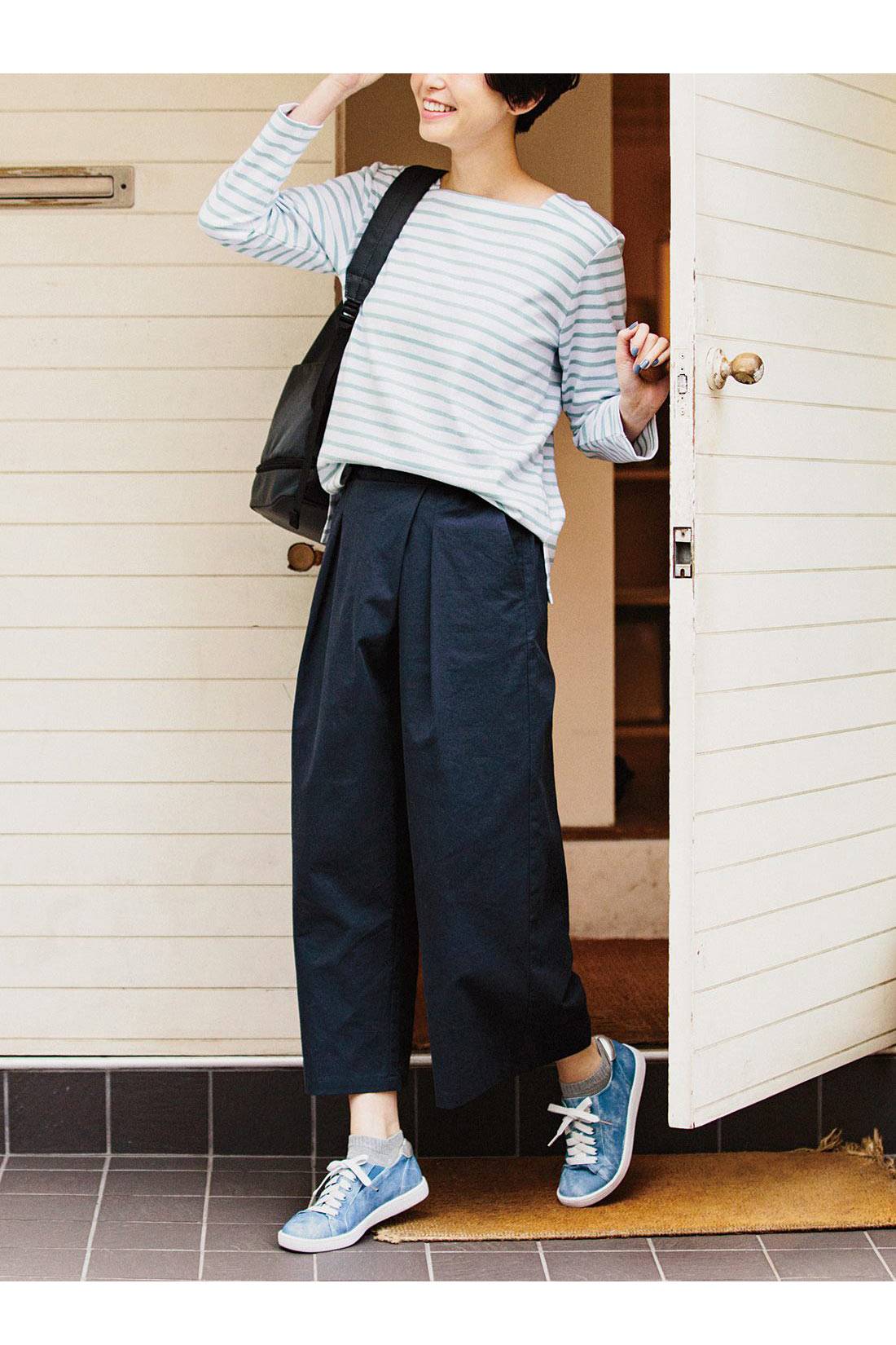 リブ イン コンフォート ダブルゴムで履きやすい 上品スニーカー〈ライトブルー〉