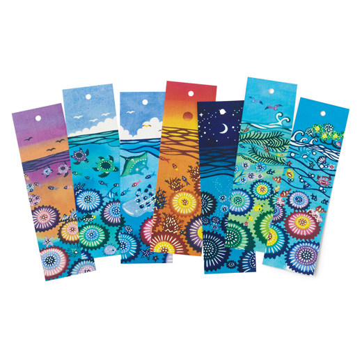 琉球紅型デザインの短冊は、7枚集めて並べるとひそかにひとつの絵になる仕掛け。