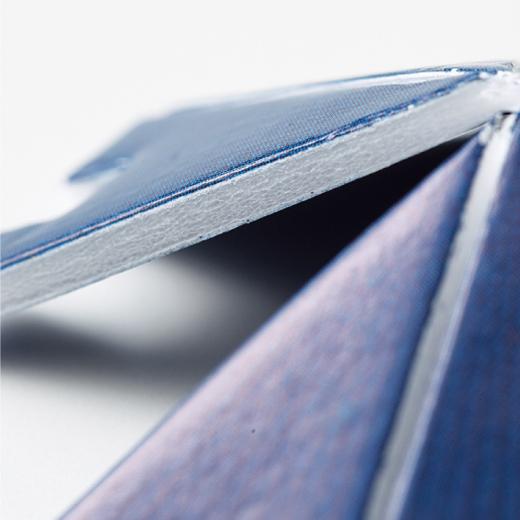 ポリスチレンのボードでしっかり厚みのあるパーツ。