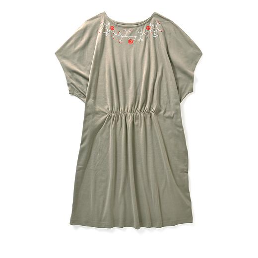 ドレープ感がきれいな綿100%のニット素材。丸洗いできアイロンなしで着られます。