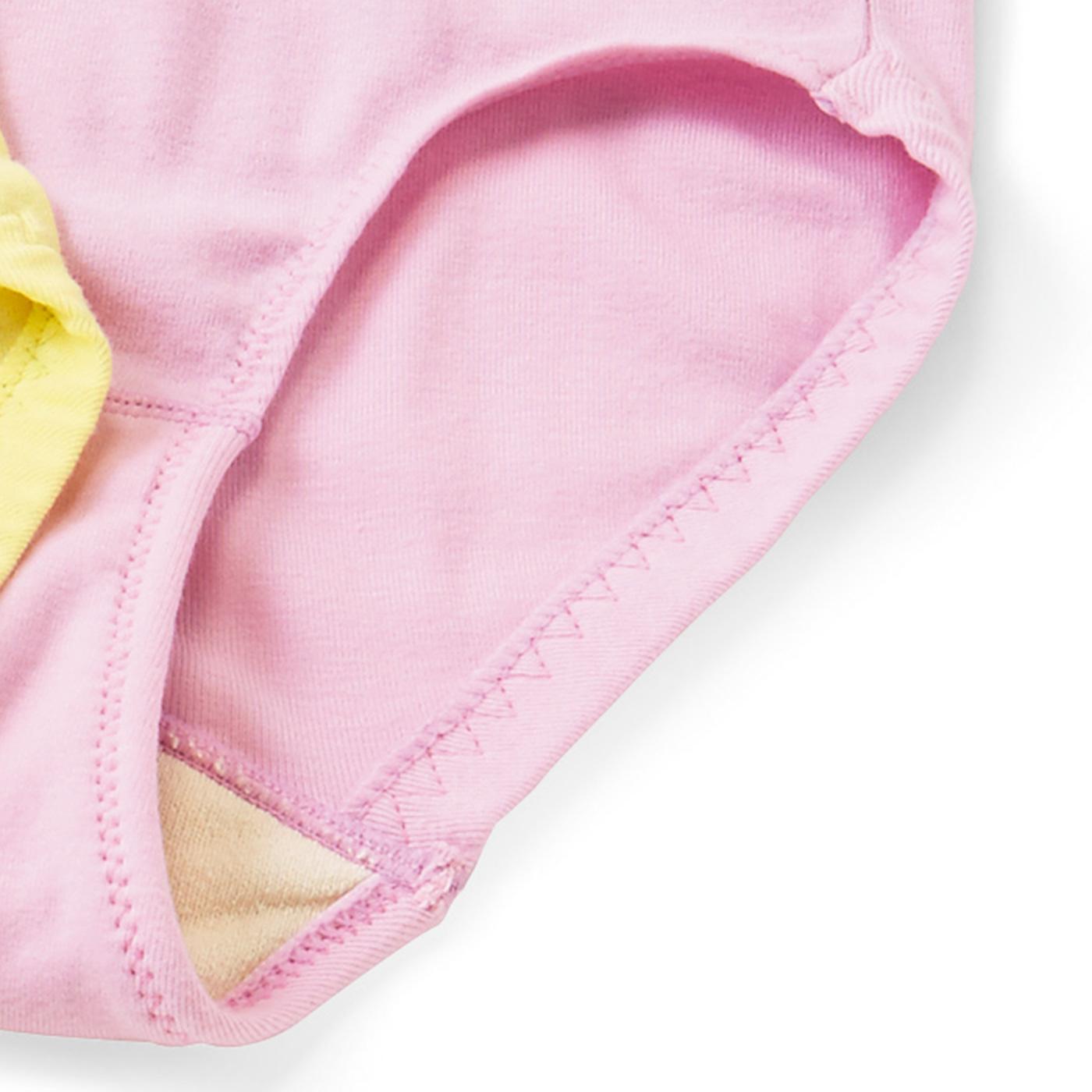 ゴムが太めで安定感があり、脚の付け根を締め付けにくいはき心地。