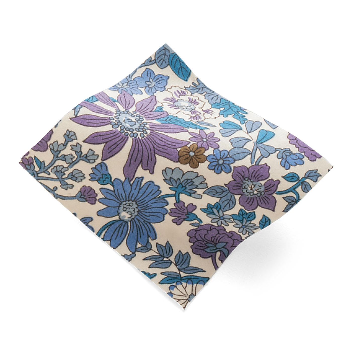 LIBERTY FABRICS 1875年、アーサー・ラセンビィ・リバティによってリバティ百貨店の前進となるリバティ商会をロンドンに創立。1880年代に上質な綿のプリントを開発するようになりました。繊細かつ流動的な線で描かれた、多彩な花のパターンが代表的なリバティ・ファブリックス。UKデザインの柄に基づき、色やサイズをアレンジし、ほぼ国産で生産しています。