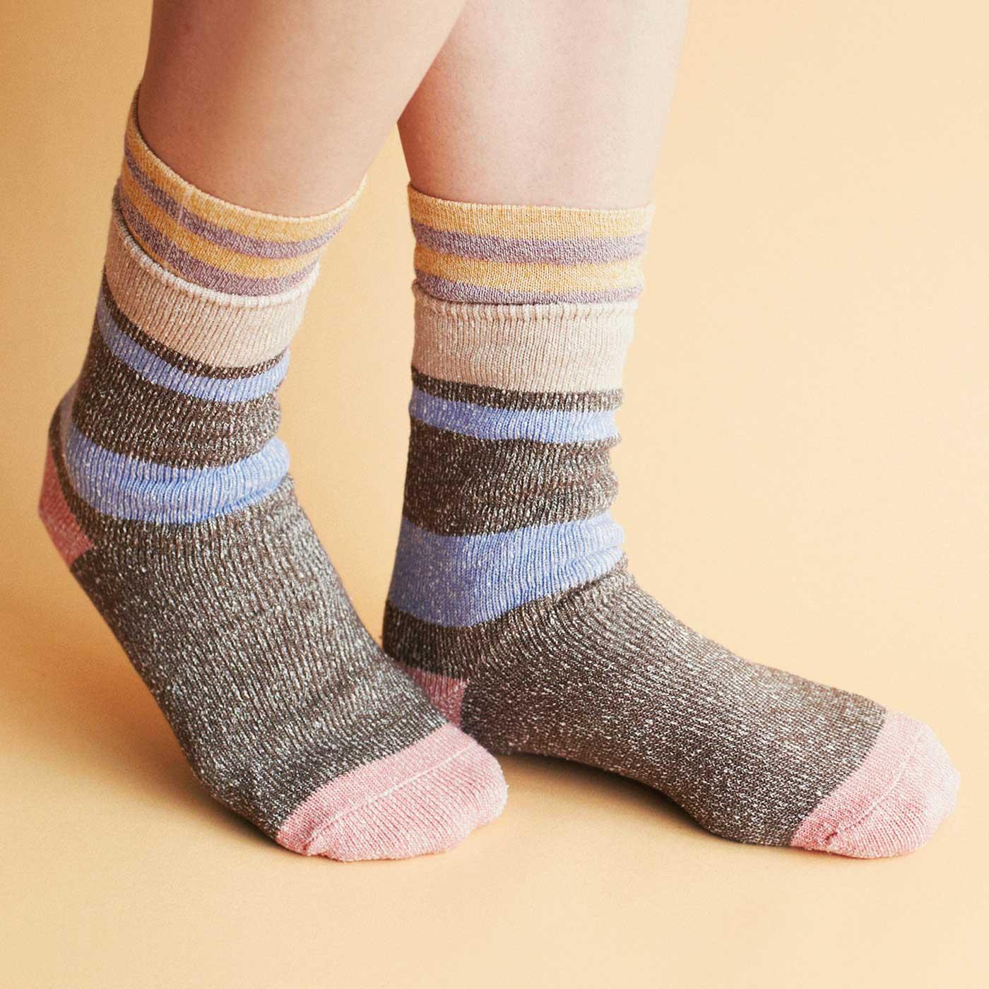 1枚ではもちろん、下に5本指靴下を重ねても、もこもこせず快適。