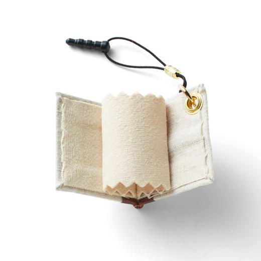 中のマイクロファイバークロスは本を閉じれば汚れた部分が見えなくなります。