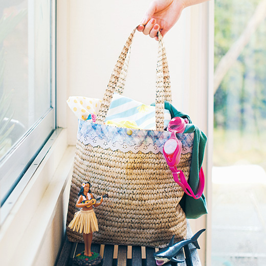 水も汚れもさっとひとふき たっぷり入るのにかさばらない かご風プリントバッグ