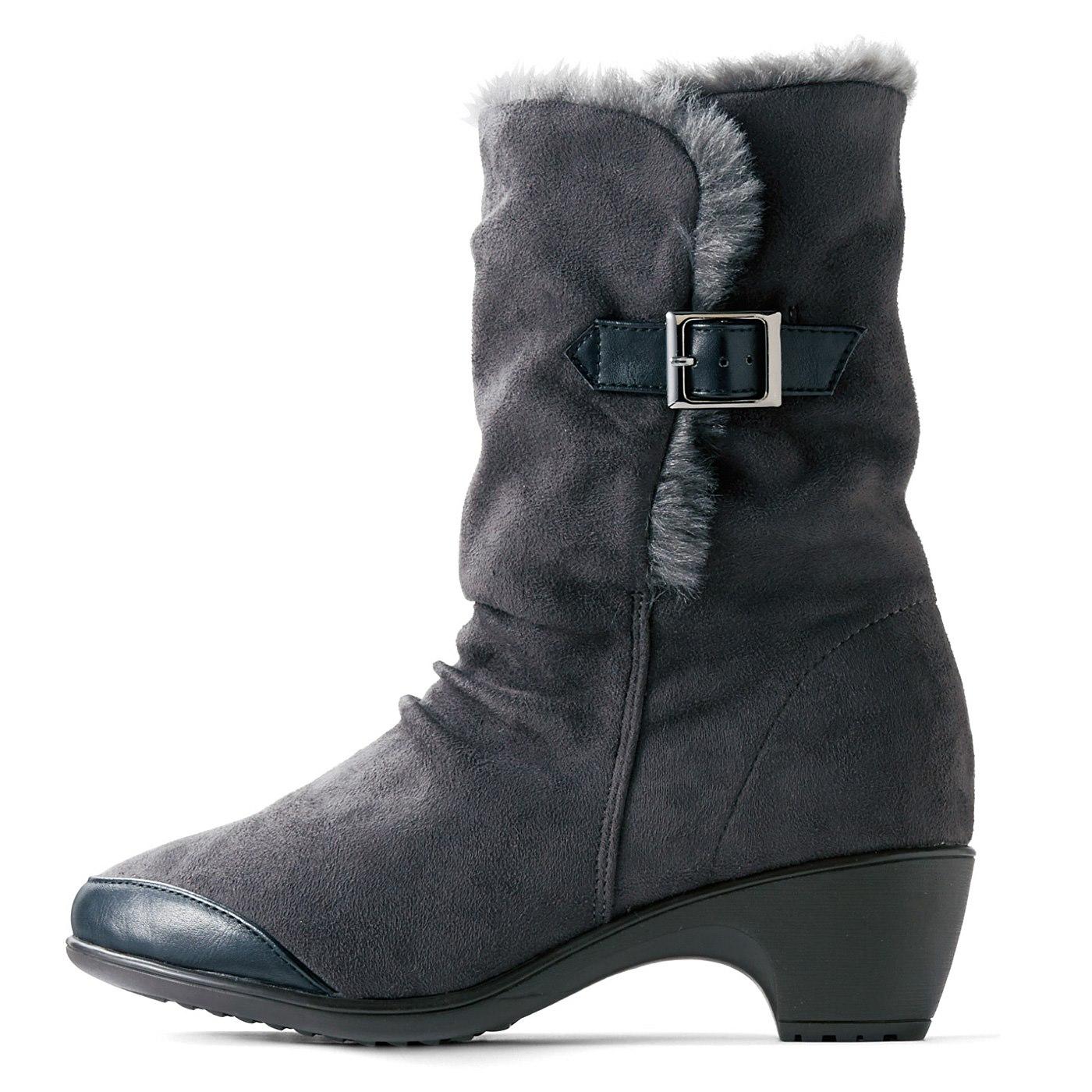【スタイルよく、脚長効果も】ほどよい約5cmヒールですらりとスタイルアップ。