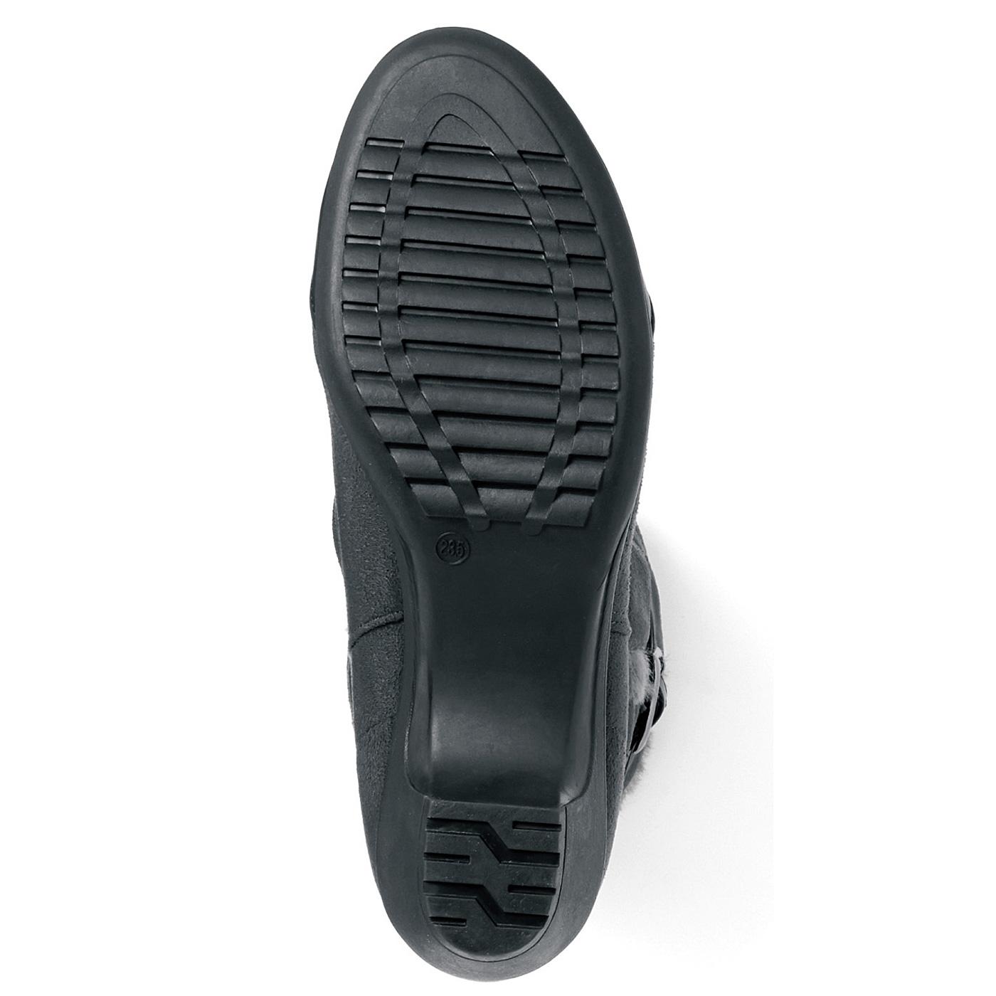 【ヒール一体のモールドソール】しなやかに曲がり、衝撃を受けにくいゴム素材で、走りたくなる履き心地。